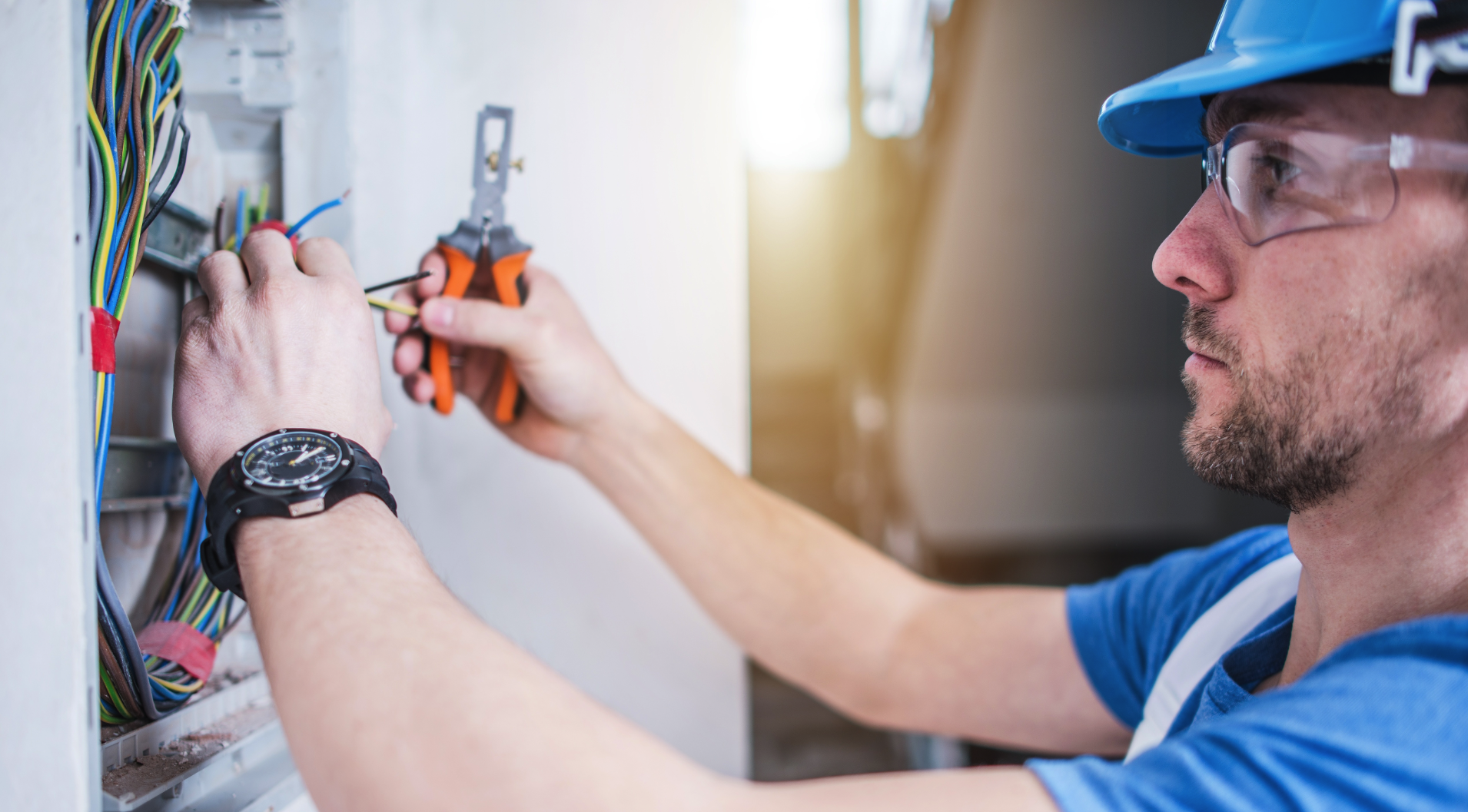 Licensed Electrician for EV Charger and Electric Vehicle Charging Installations in Costa Mesa, CA